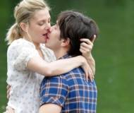 Kissing on the set of 'Going The Distance'