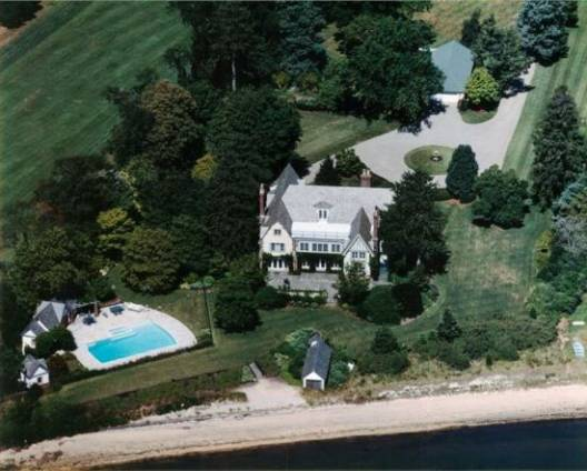 The luxurious home for sale in New Jersey with access to a helicopter pad is for busy executives