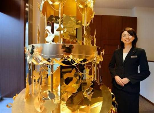 Jeweler Ginza Tanaka's latest $4.2m Disney Pre Gold Christmas Tree for 2012