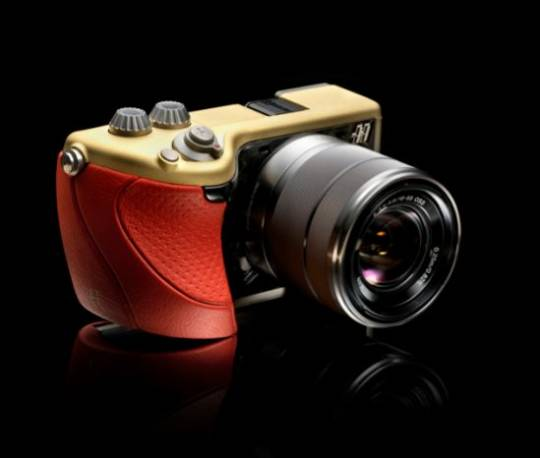 Hasselblad's $6,500 Italian-designed luxurious Mirrorless camera 'Lunar'