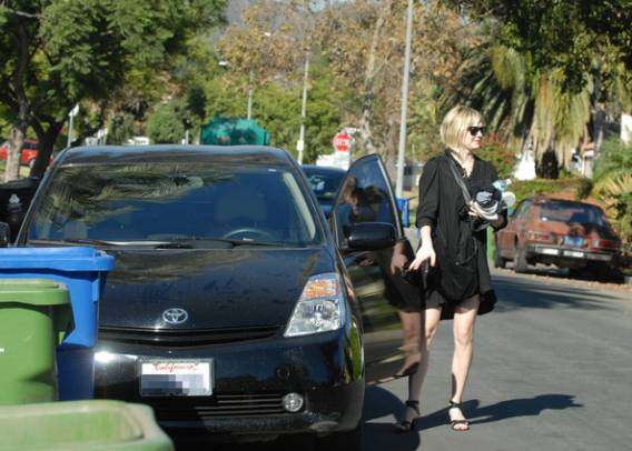 photo of Kirsten Dunst Toyota Prius - car