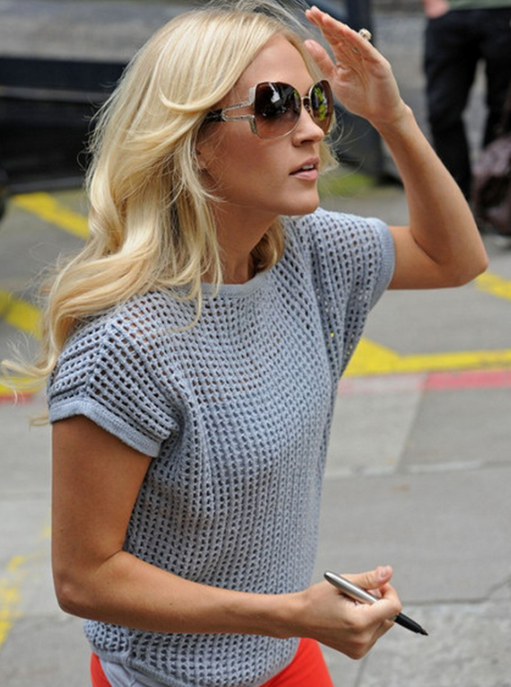 Carrie Marie Underwood is frequently seen flaunting a pair of glamorous and alluring Bvlgari BV6049B Sunglasses