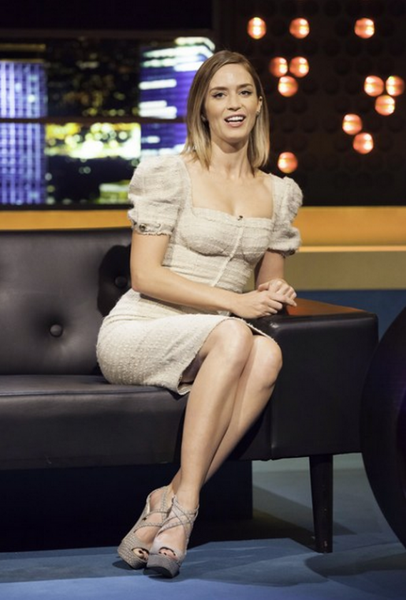 Jonathan Ross Show that one got to see how ravishing and beautiful Emily Blunt looks in a puff-sleeved dress.