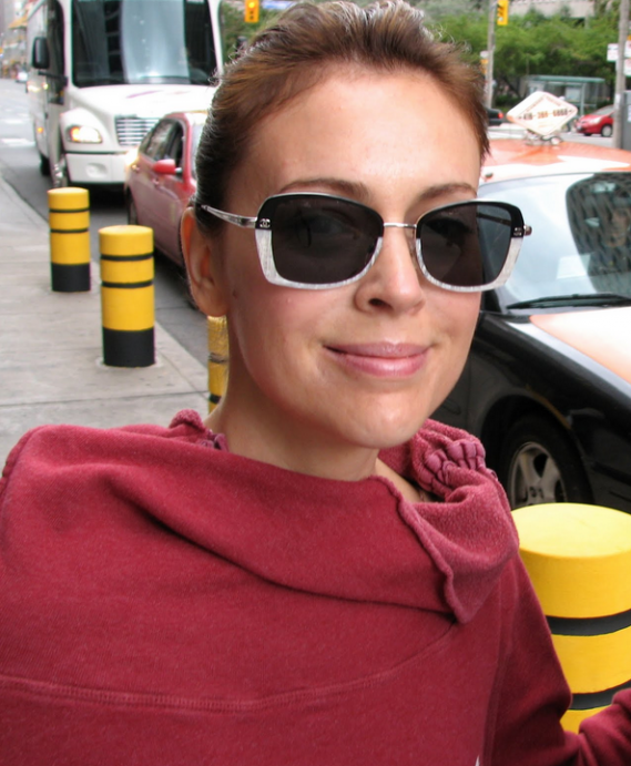 Alyssa Milano wears Ray-Ban 3387 Sunglasses (not in this image)