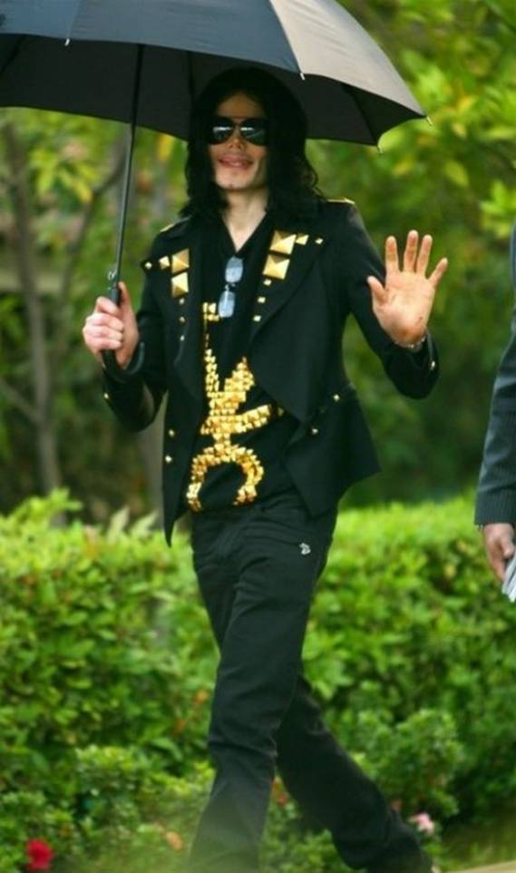 Michael Jackson loves to wear Givenchy