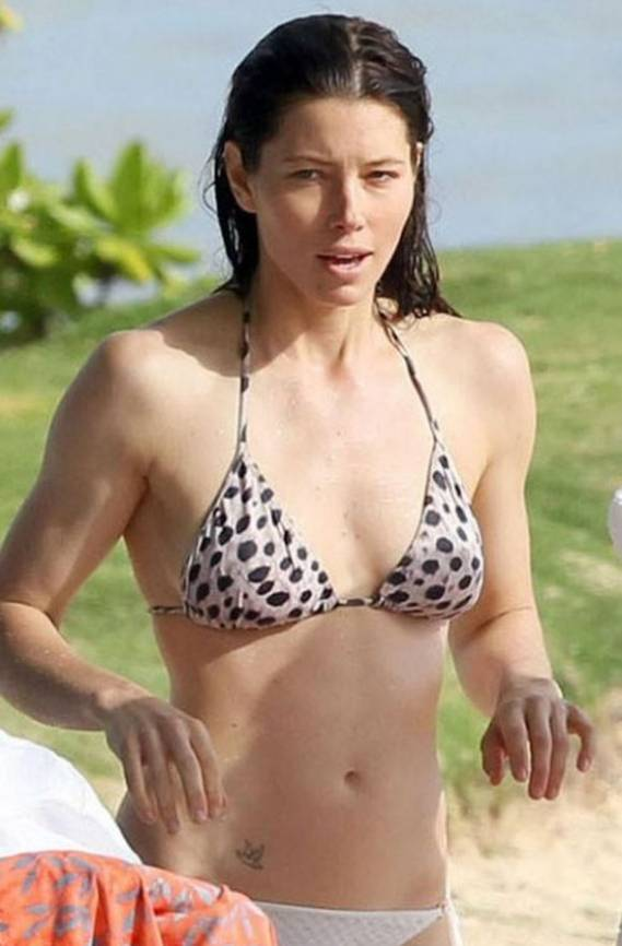 Jessica Biel spent five days on vacation in the exotic beach resort of Hawaii in January 2011.