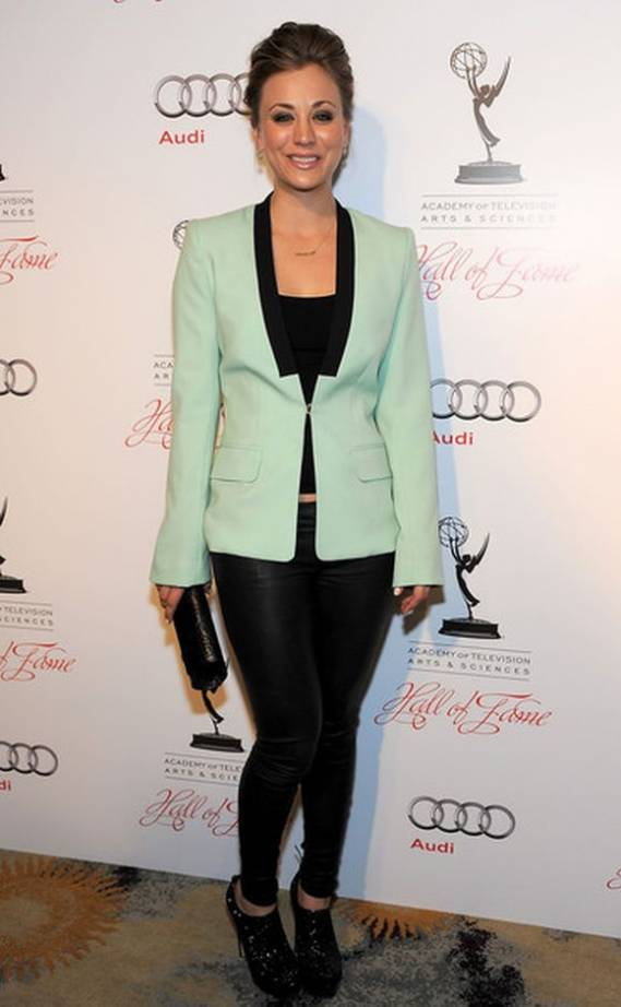 Posing for the cameras, TV star Kaley Cuoco wore the slim leather leggings from DSquared 2.