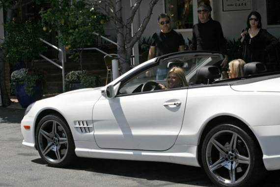 Sexy actress Tara Reid was recently spotted driving the Mercedes Benz SL550 convertible white colored model.