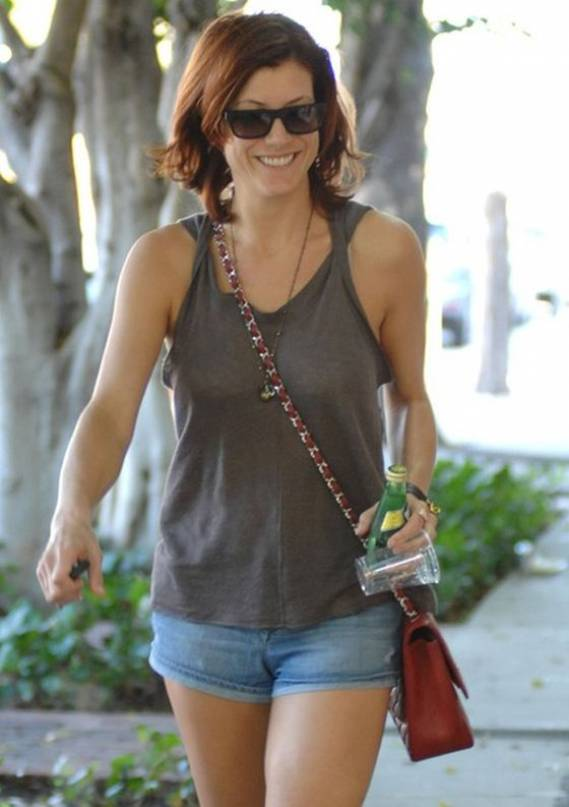 Kate Walsh looked smart and sexy in the Black Orchid Black Star denim mini shorts.