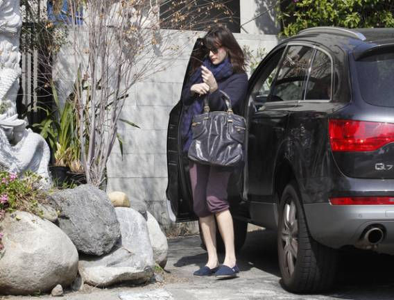 Liv Tyler drives Audi Q7