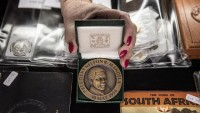Nelson Mandela mementos to be auctioned in South Africa