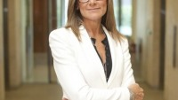 Chief Executive of Burberry: Angela Ahrendts to Become the Richest Woman in the World