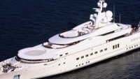 The yacht looks like a sea queen