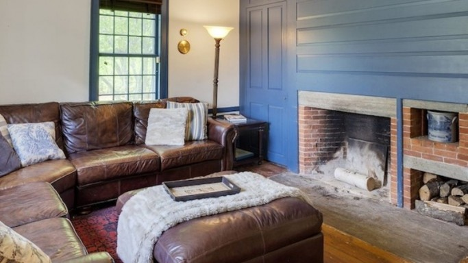 Renée Zellweger puts her $1.6 million Connecticut house on the market