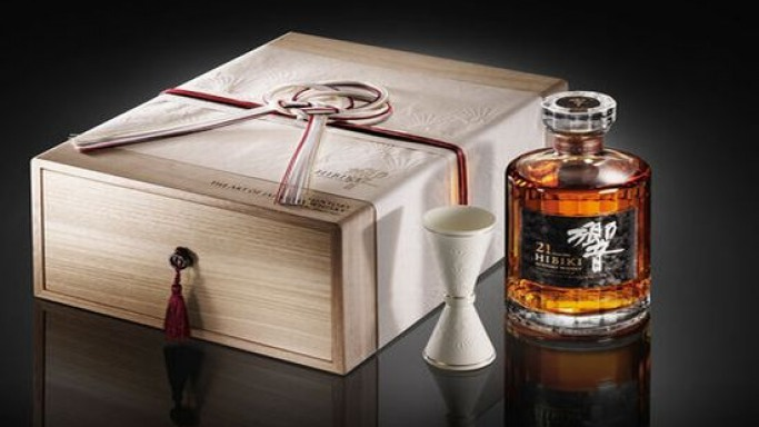 Drink in Japanese style with Suntory whiskey boxes