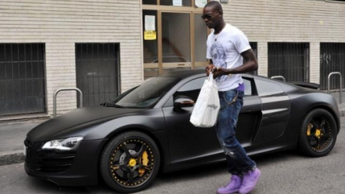 Mario Balotelli with his Audi R8 V10