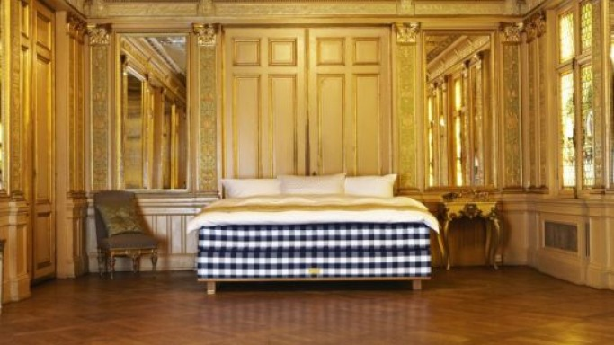 Hastens Vividus – The world's most exclusive bed in the making