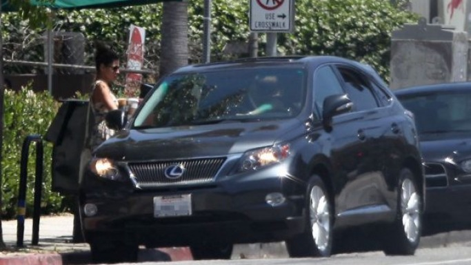 Actress Eva Mendes utilizes her Lexus LX400H to complete simple errands like shopping for groceries in Los Angeles, California.