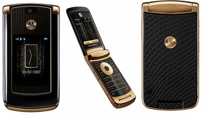 Moto RAZR2 V8 Luxury Edition with gold plated accents