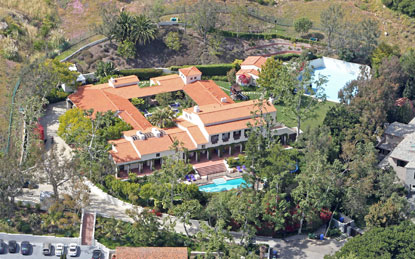 photo: house/residence of talented 700 million earning Malibu, CA, USA-resident