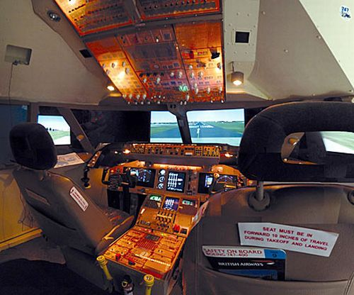 Plane fanatic builds $30K Boeing 747 Flight Simulator in his bedroom